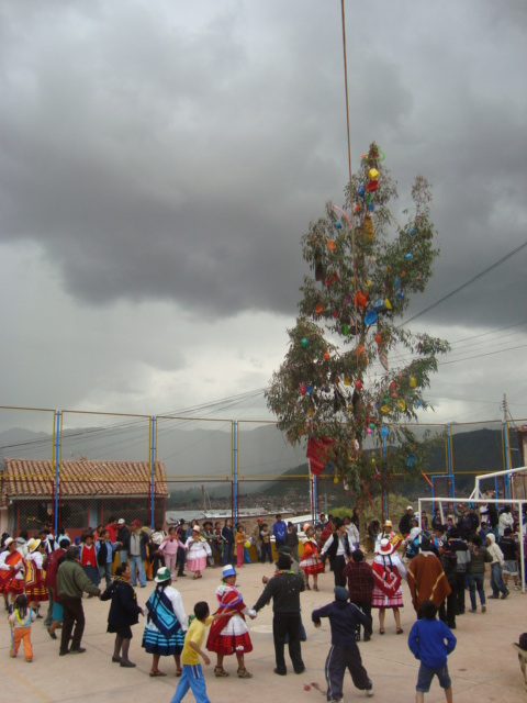 Yunza, Dancing around the Tree in Cuzco