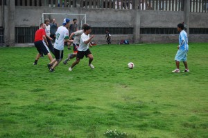 Volunteers and Cuzqueños Struggle for a Goal
