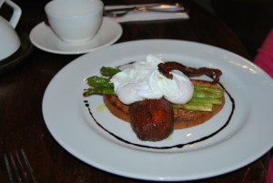 Asparagus, Poached Eggs, Bacon, and Tomato on Toast