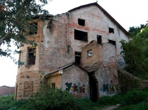 Abandoned House Hosts Ghosts in Cuzco