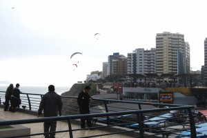 Hang gliders on the Miraflores Coast in Winter