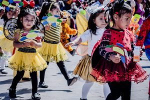Girls dressed as honeybees take part in Cuzco's children's parade (Photo: Arnold Fernandez)