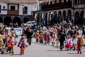 Children march through the central plaza of Cuzco (Photo: Arnold Fernandez)