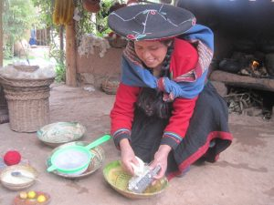 Grating Soap Root in Chinchero (Photo: Fidelus)