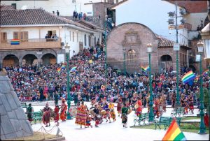 Inti raymi and the Crowd on the Plaza (Photo: Brayan Coraza Morveli)