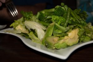 Fresh Green Salad with Oil and Vinegar (Photo: Wayra)
