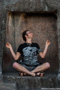 Meditating in the Temple of the Moon (Photo: Wayra)