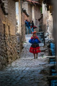 Water Flowing Down an Ollantaytambo Street (Photo: Wayra)
