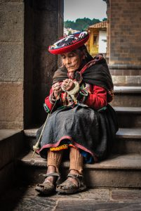 An Old, Traditional Woman Spinning Wool (Photo: Walter Coraza).