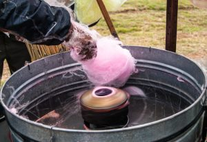 Spinning Cotton Candy (Photo: Walter Coraza).