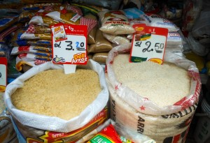 Two Kind of Rices in the Market (Photo: Wayra)