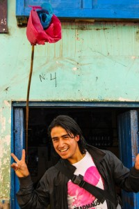 Having a Good Time in a Chicheria (Photo: Walter Coraza)