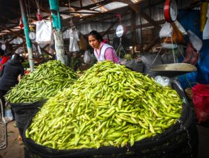 Cuzco's Markets Fill with Green Peas These Days (Photo: Wayra)