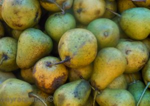 Small Pears For Sale (Photo: Arnold Fernandez Coraza)
