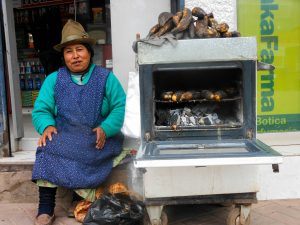 Preparing and Selling Oven Baked Bananas in the Street (Photo: Arnold Fernandez Coraza)