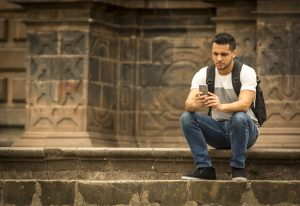 Texting and sexting are popular in Cusco (Wayra)