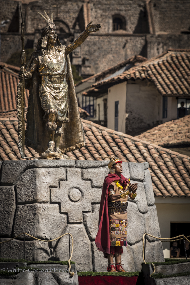The Inca and His Statue