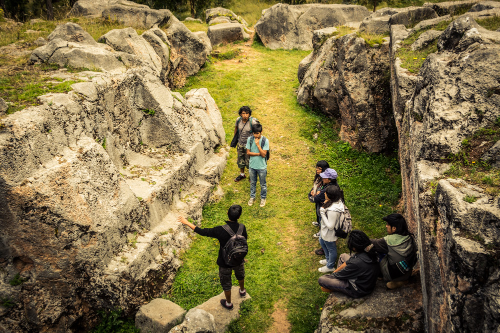 Inca Temples, Students Visiting the Cusiyuchayoc Huaca